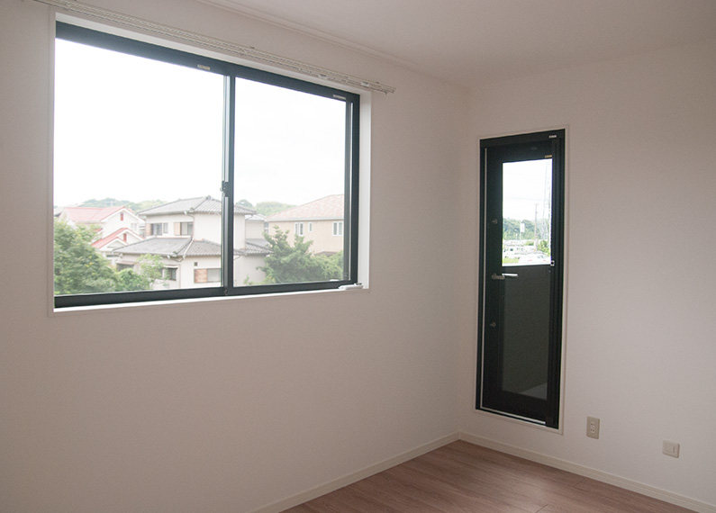 新築賃貸アパート建設施工工事 2階 寝室1 バルコニーへの入り口